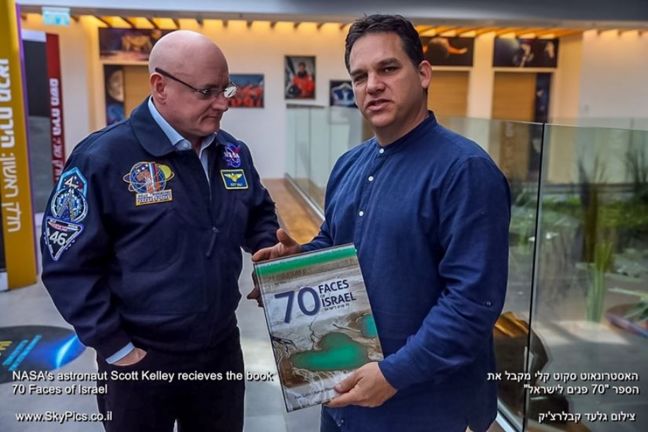 "NASA's astronaut Scott Kelley recieves our book ""70 Faces of Israel"""